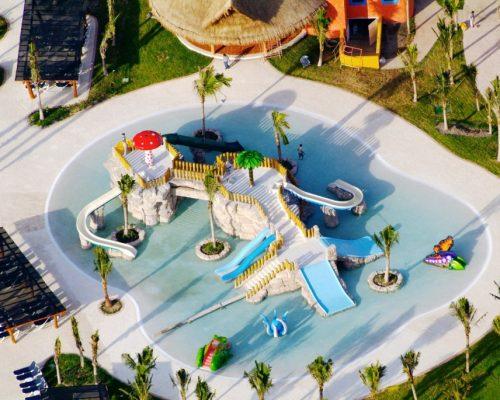 Savia proyectos parque acuático vista aire juegos piscina