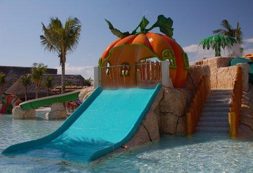 Savia proyectos parque acuático infantil juegos piscina calabaza