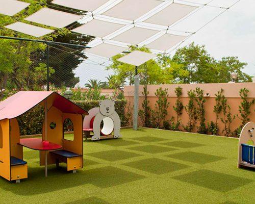 Savia proyectos cesped-decorativo-seguridad parque infantil caseta y silla oso
