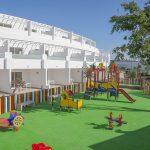 Savia proyectos parque infantil en pavimento de seguridad con balancines pasarelas y toboganes en hotel