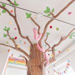Savia proyectos saladejuegos decoración árbol con serpiente y hojas pintadas en techo