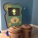 Savia proyectos club duendes pantalla táctil infantil con taburetes números