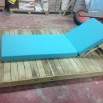 Savia proyectos hamaca sobre tarima de madera vista lateral derecha