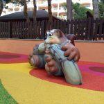 Savia proyectos parque infantil pavimento seguro mundo de los sueños detalle muñeco vista lateral