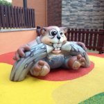 Savia proyectos parque infantil pavimento seguro mundo de los sueños detalle muñeco