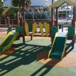 Savia proyectos parque infantil pavimento seguro pasarela torre y tobogán verde Ayto San Antoni de Portmany