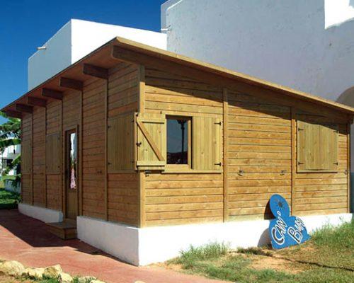 Savia proyectos caseta de madera con césped EUROCALAS