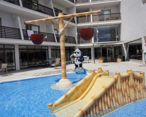 Savia Roniaventura Adrián Hotels Acuatic tobogán panda