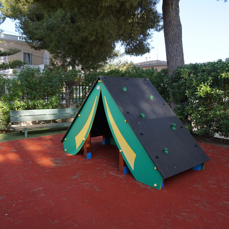 Savia parque infantil -roc-continental-park escalada tienda campaña pavimento