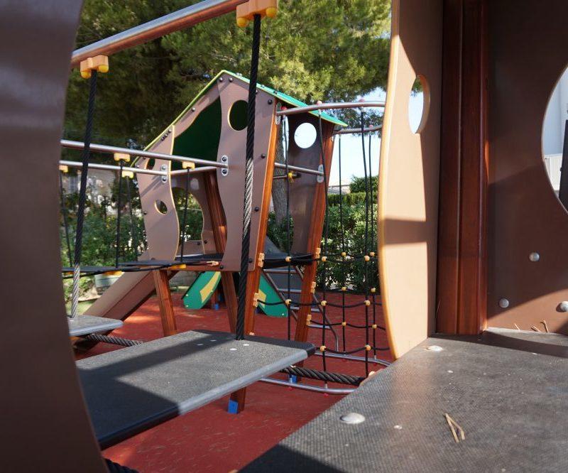 Savia parque infantil -roc-continental-park pasarela caseta