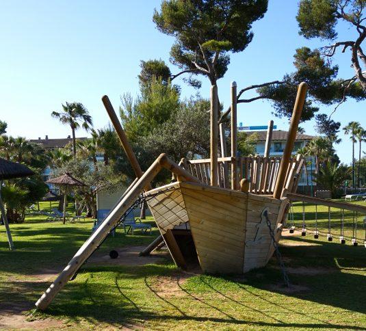 Savia proyectos parque infantil barco madera pasarela