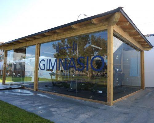 Savia caseta gimnasio acristalado madera