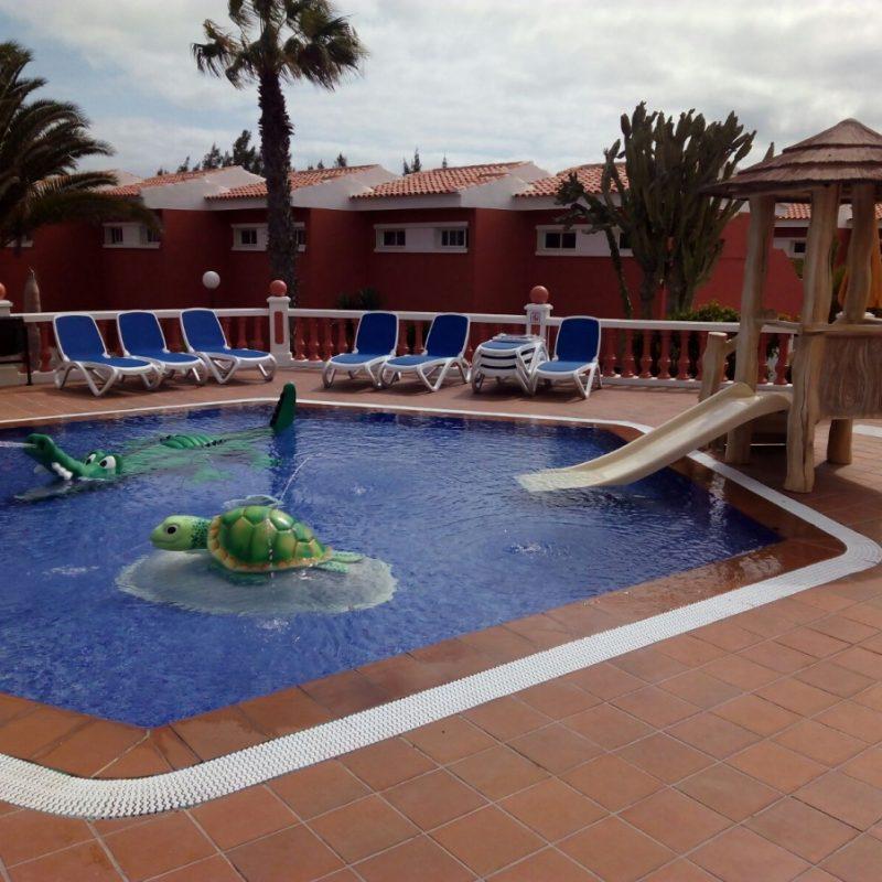 Savia proyectos piscina infantil splah tortuga cocodrilo Globales Hotel Costa Tropical tobogán caseta