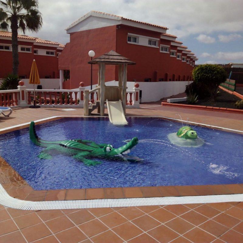 Savia proyectos piscina infantil splah tortuga cocodrilo Globales Hotel Costa Tropical tobogán