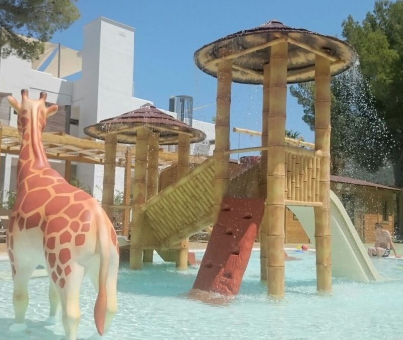 Savia proyectos parque acuático infantil jirafa pasarela tobogán blanco splash poolB G Portinax Club
