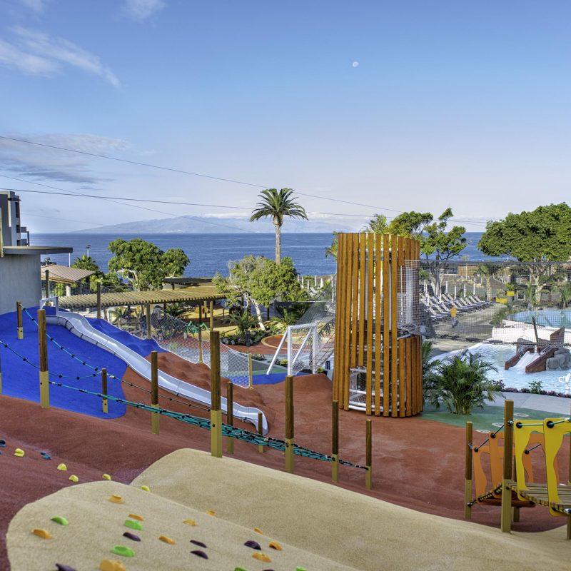 Parque Infantil_RocaNivaria-adrianhotels-savia-proyectos-tobogán