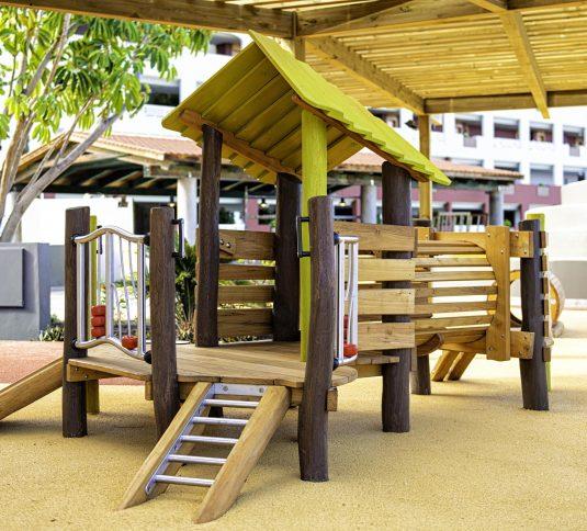 Parque-Infantil_adrianhotels-savia-proyectos-wood-aquatic parque madera