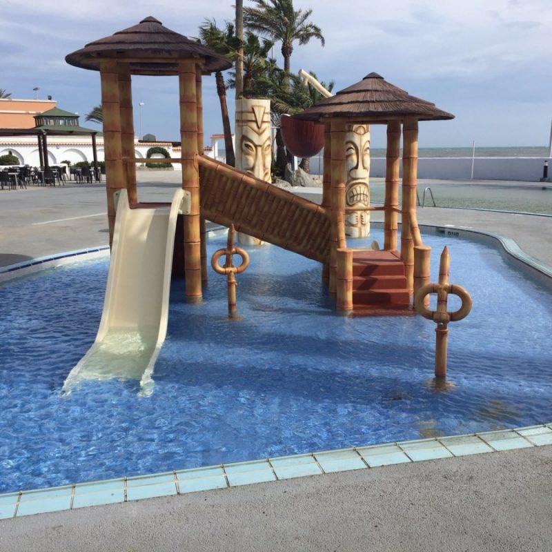 Roc Hotel Golf Trinidad Savia Parque acuático infantil étnico tobogán