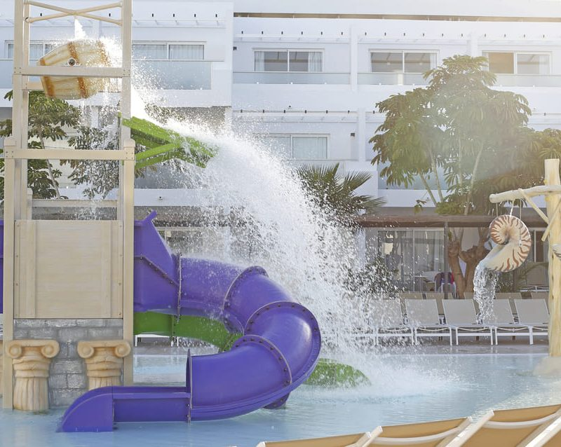 Savia parque acuático infantil piscina Bubbles tobogán cascada barril conchas