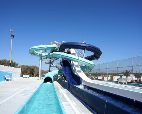 Savia Blau Punta Reina toboganes acuáticos azul y verde tubos