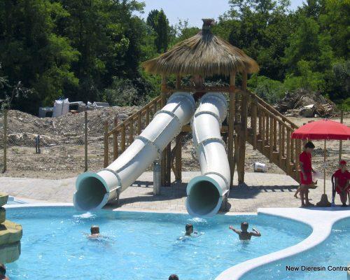 Savia proyectos parque acuático infantil toboganes blancos piscina niños socorristas