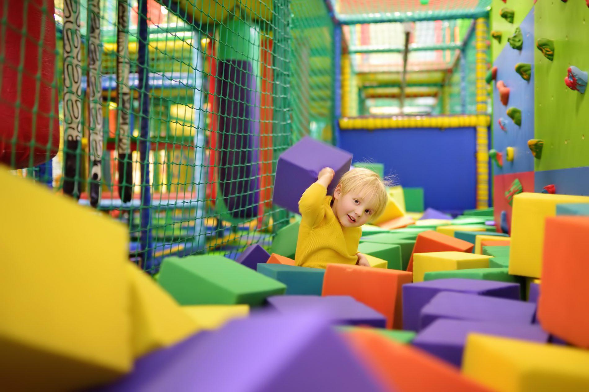 Savia proyectos soft play niño jugando