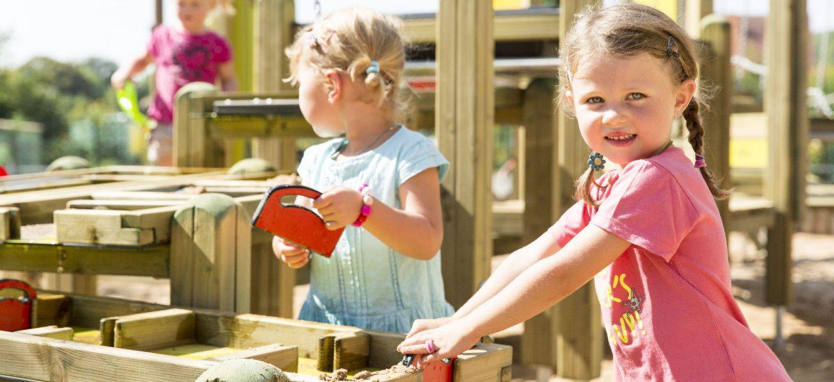 Savia proyectos parques infantiles madera niñas