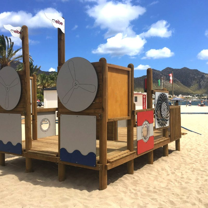 Savia proyecto parque infantil barco madera playa